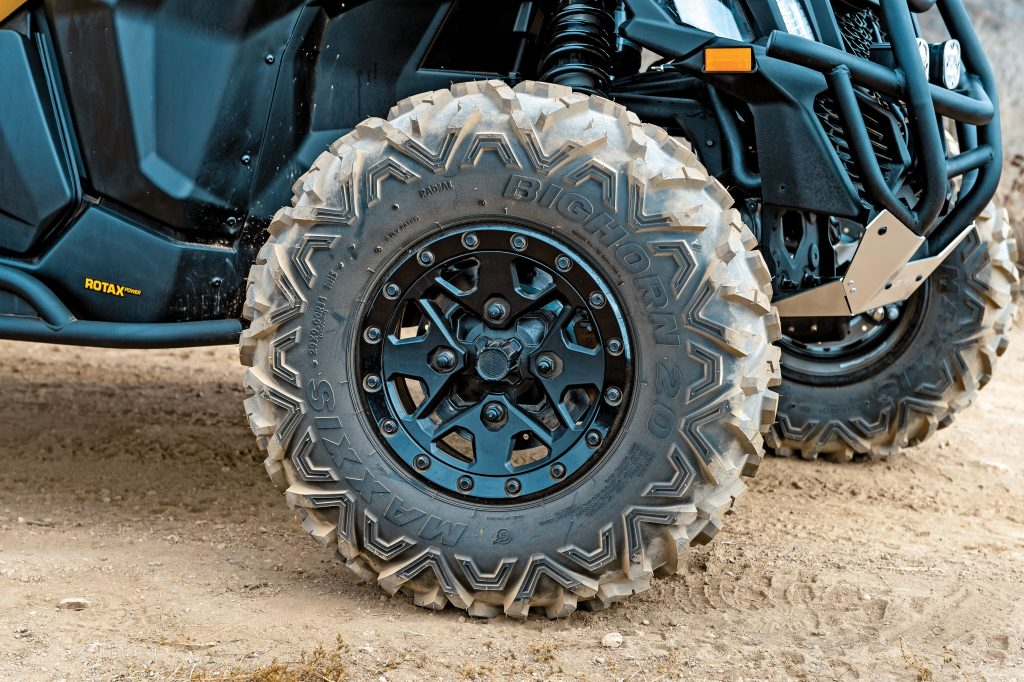 The X ds package gets you six-ply-rated, 29-inch Maxxis Bighorn 2.0s on 14-inch beadlocks. The X rs has 30s on its 14-inch beadlocks. The base X3s have 28s on one-piece, 14-inch cast-aluminum wheels.